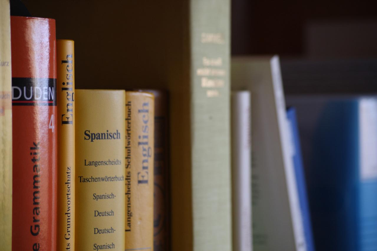 bookshelf-1309516-1279×852
