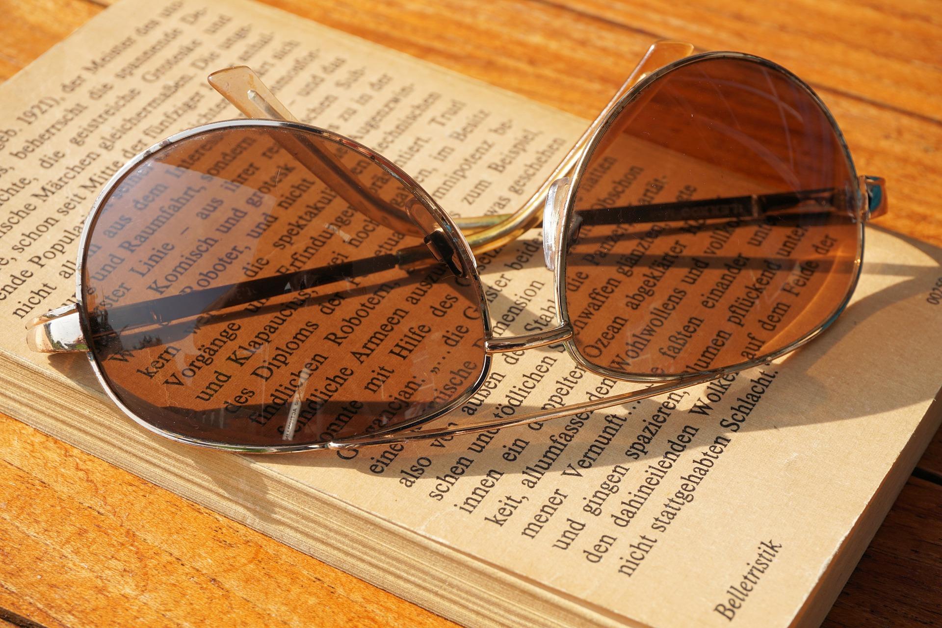 sunglasses-1539184_1920