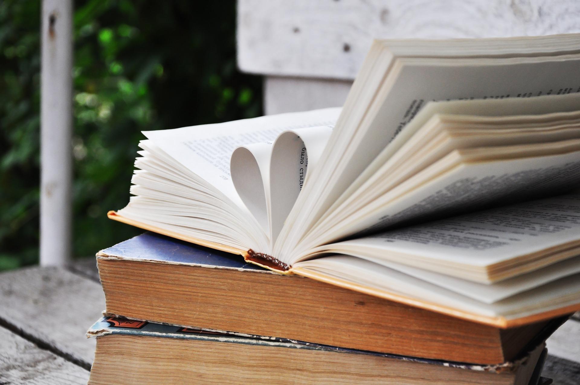 book-2415965_1920