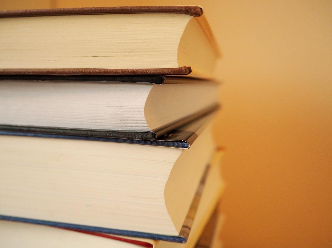 books-2630078_1280